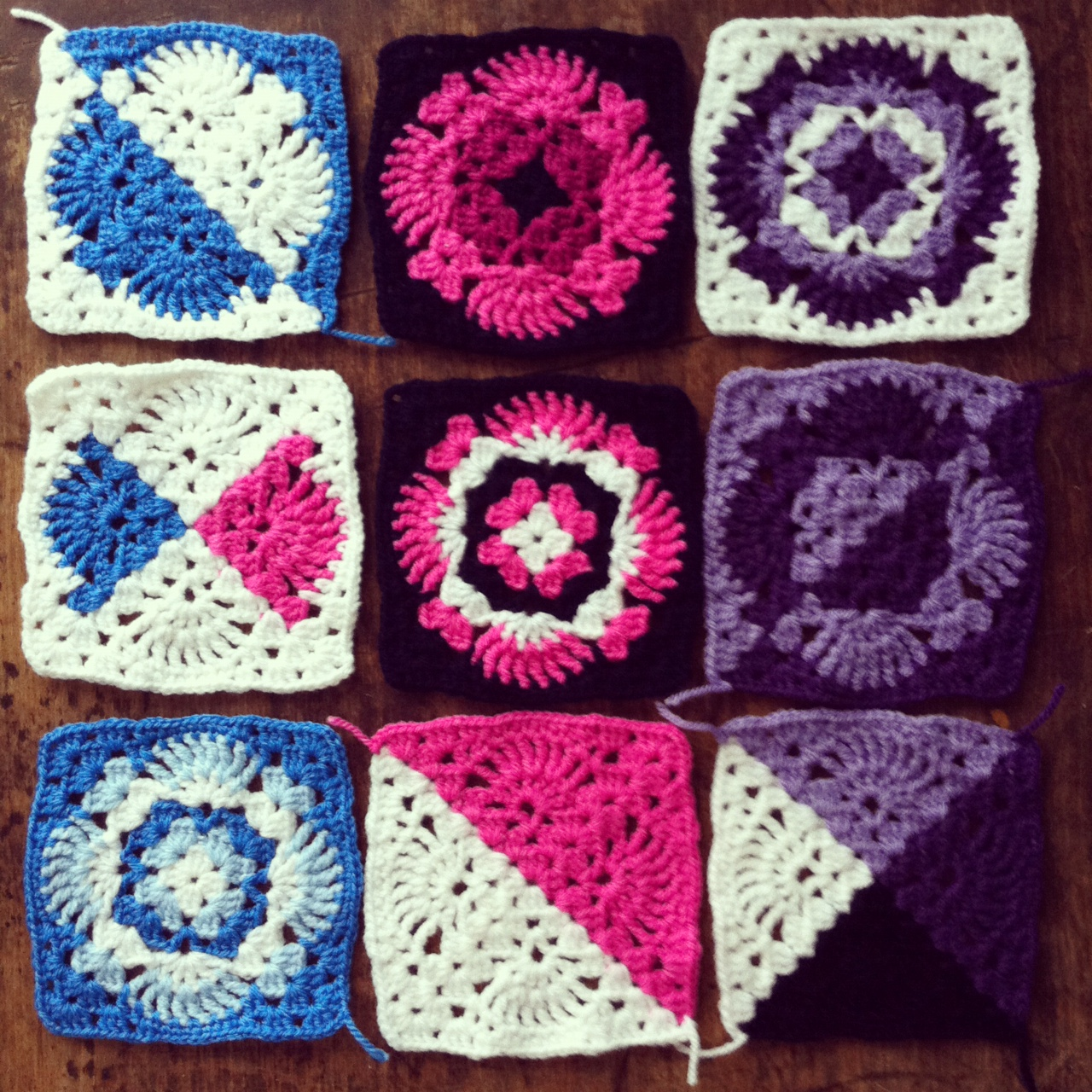 Bright Bag: Lacy granny square