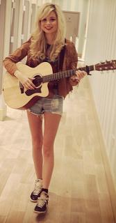 nina nesbitt style flannel shirt guitar