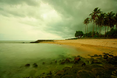Antara Pantai Senggigi Di Lombok Dan Pantai Kuta Di Bali