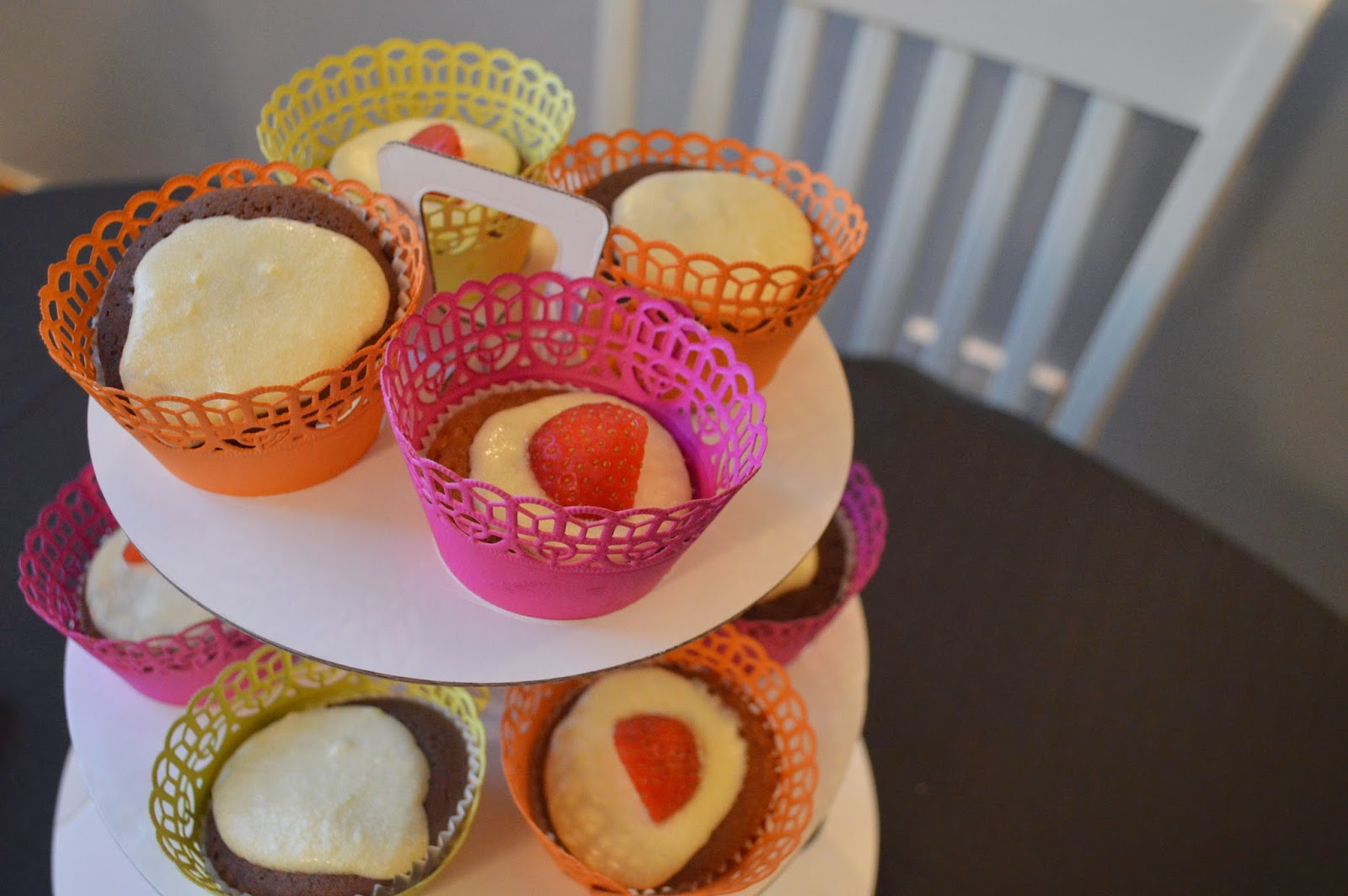 Cupcakes on paper cake stand