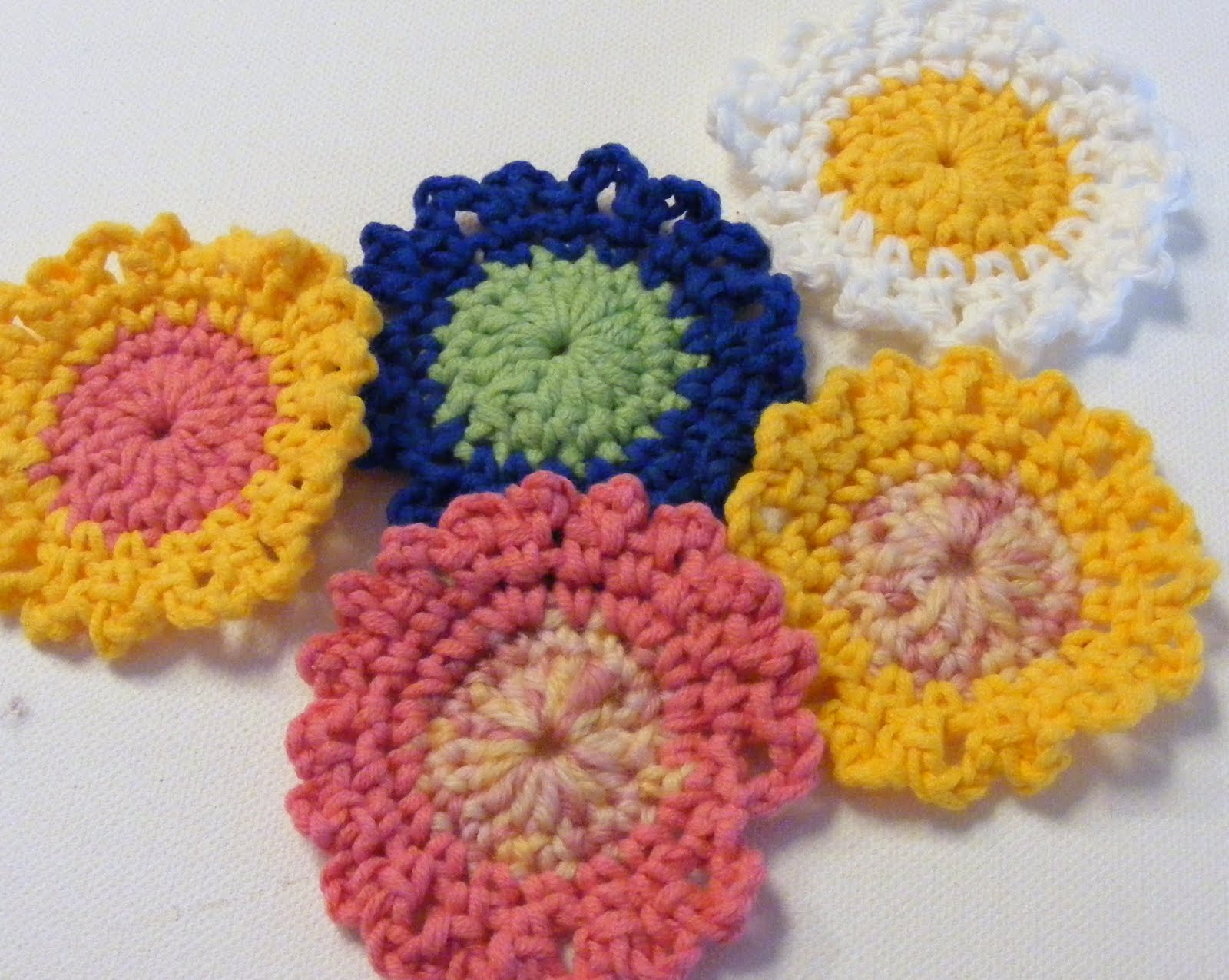 Crocheting Tutorials : Quilted Cupcake: Free Crochet Flower Tutorial