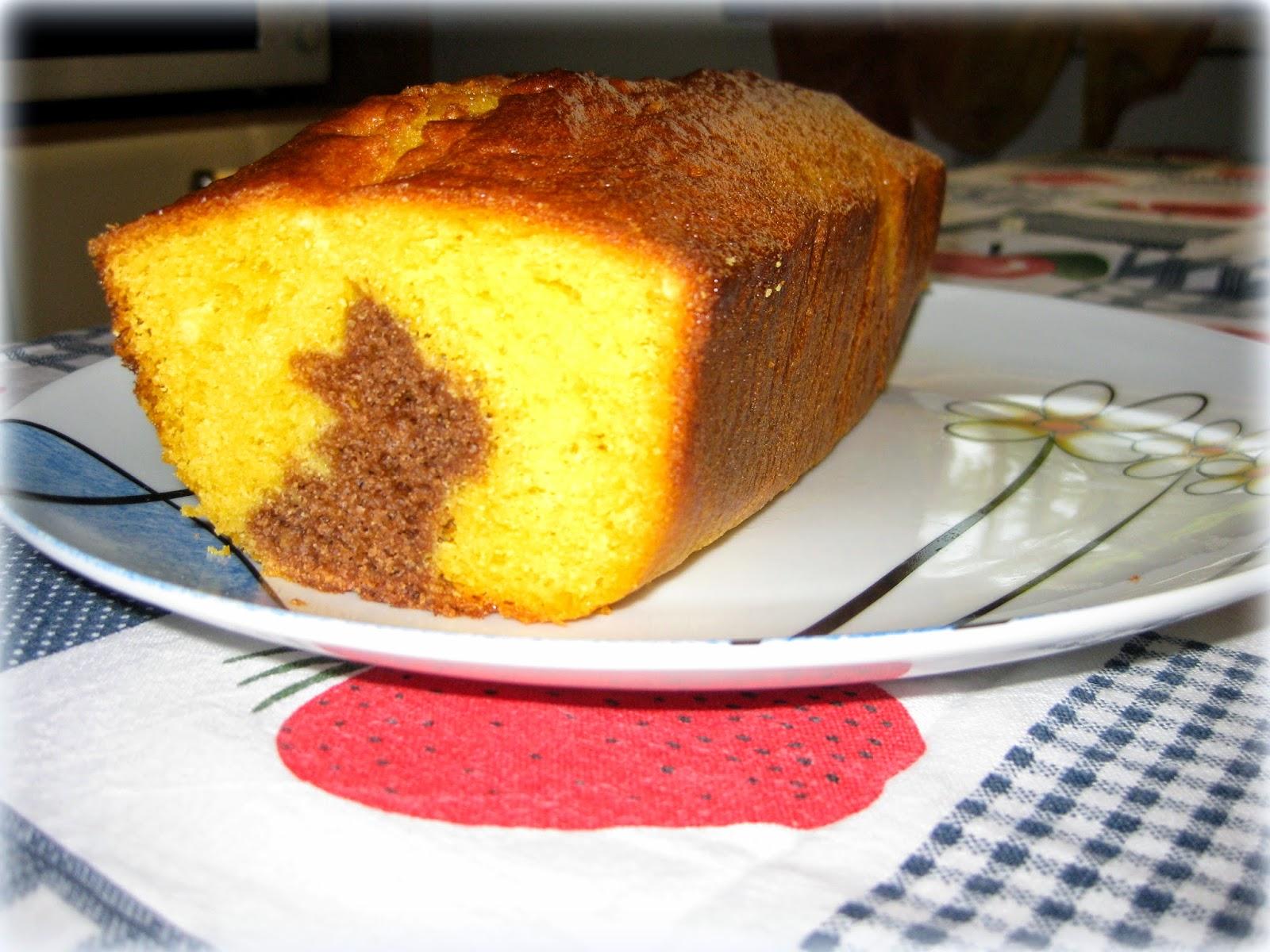 La ricetta di un plumcake bianco e nero, con yogurt ed un simpatico coniglietto di cacao all'interno.
