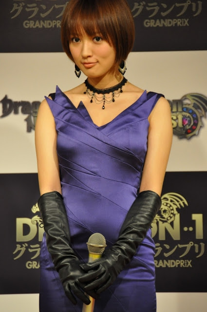 Ladies in leather gloves and boots - Leather Leather Leather Blog Asian Celebrity