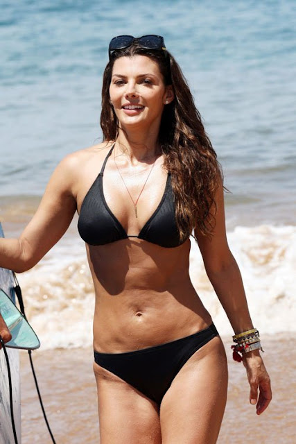 Ali-Landry-Shows-Off-Her-Bikini-Body-In-Hawaii