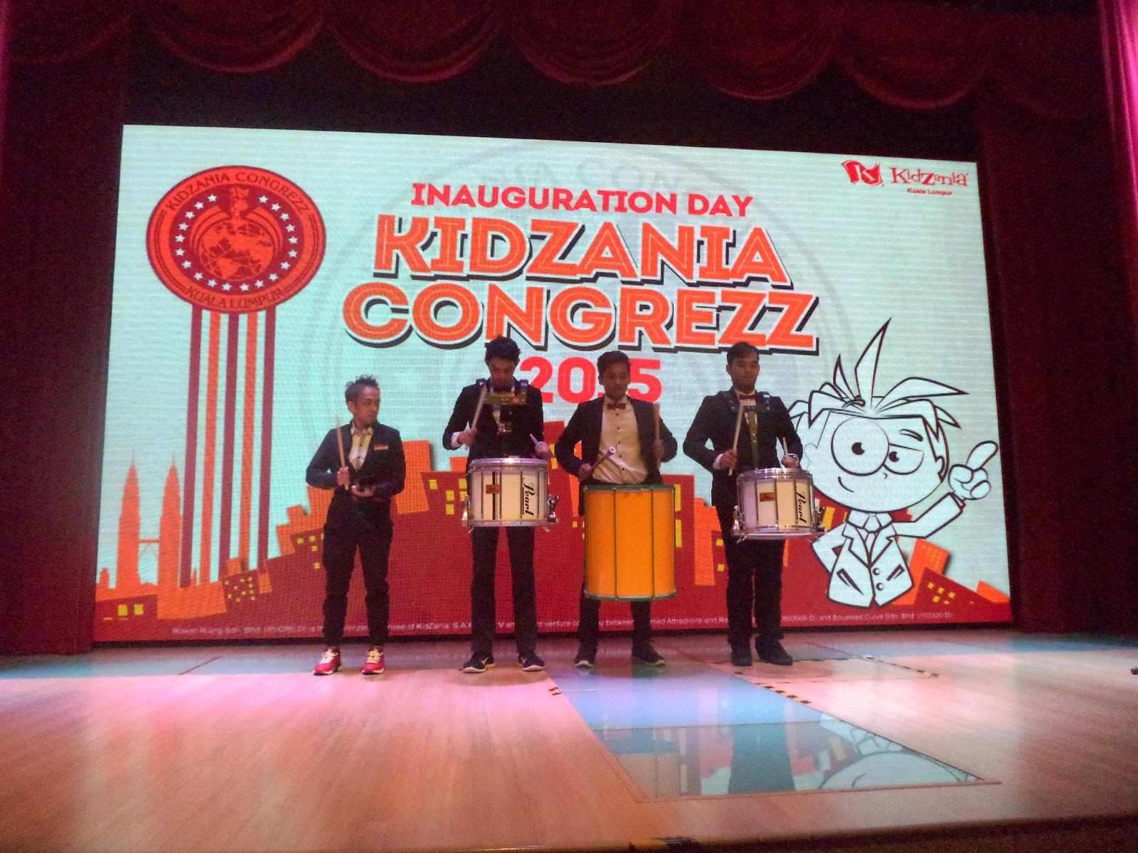 Drum performances followed by parade with CongreZZ Kids 2014 and New CongreZZ Kids 2015.