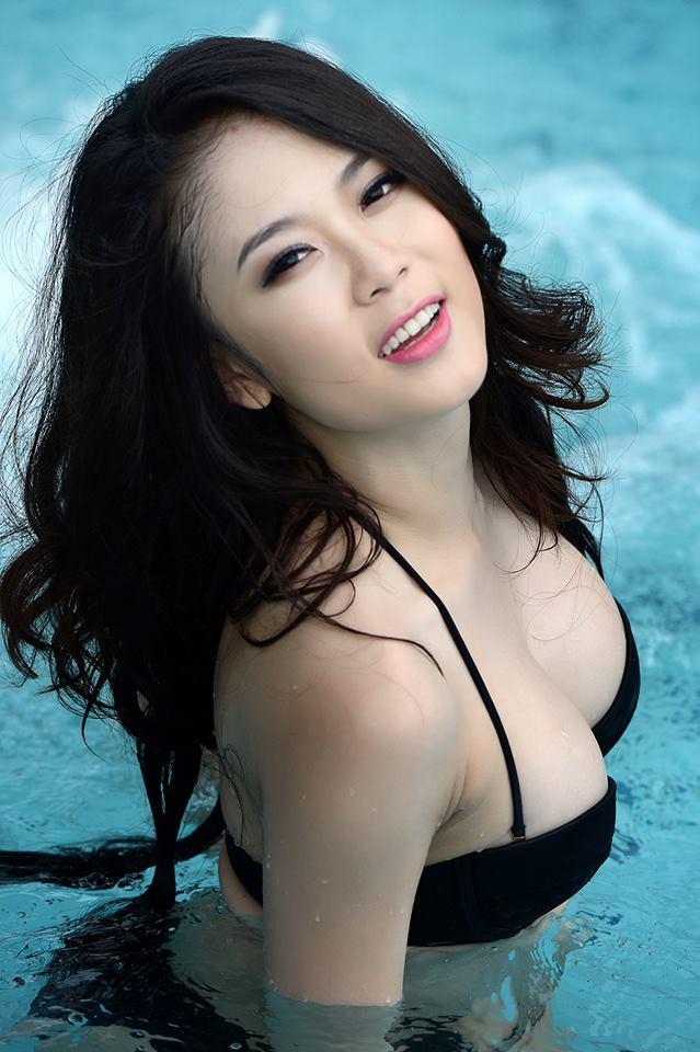 Tít mắt đường cong Julia Nguyễn 11