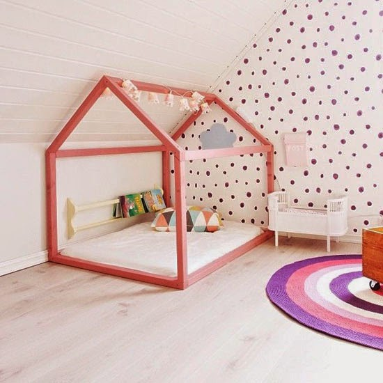 House shaped beds galore beds pink houses and kid beds for Chambre montessori