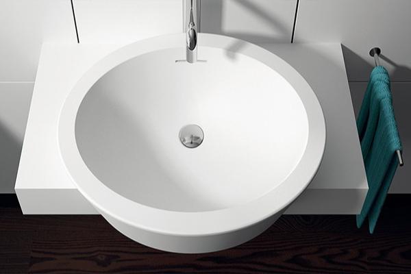 Idee e soluzioni per arredare un piccolo bagno