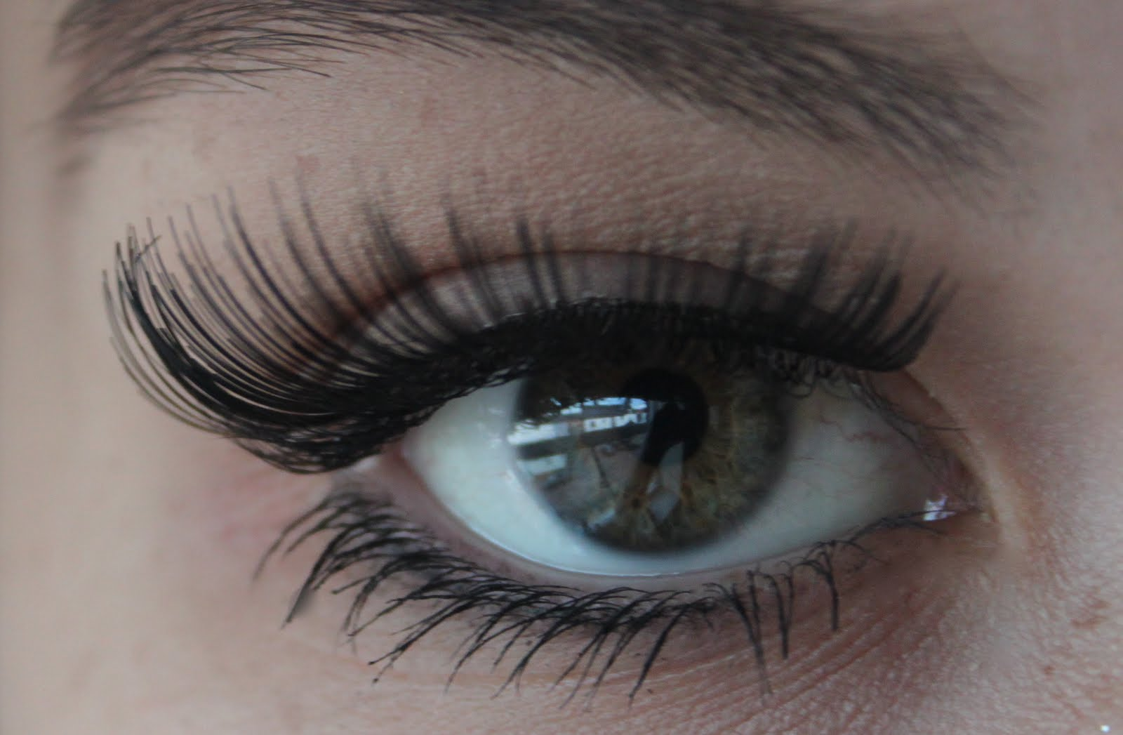 how to explain false lashes
