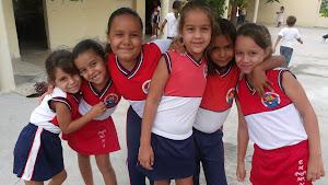Coral com alunos das 1ª e 2ª séries faz encerramento do ano letivo em Reunião de Pais e Mestres.
