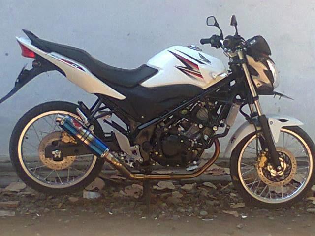 Blog Modifikasi Motor: Modifikasi Honda CB150R Velg Jari-Jari 2013