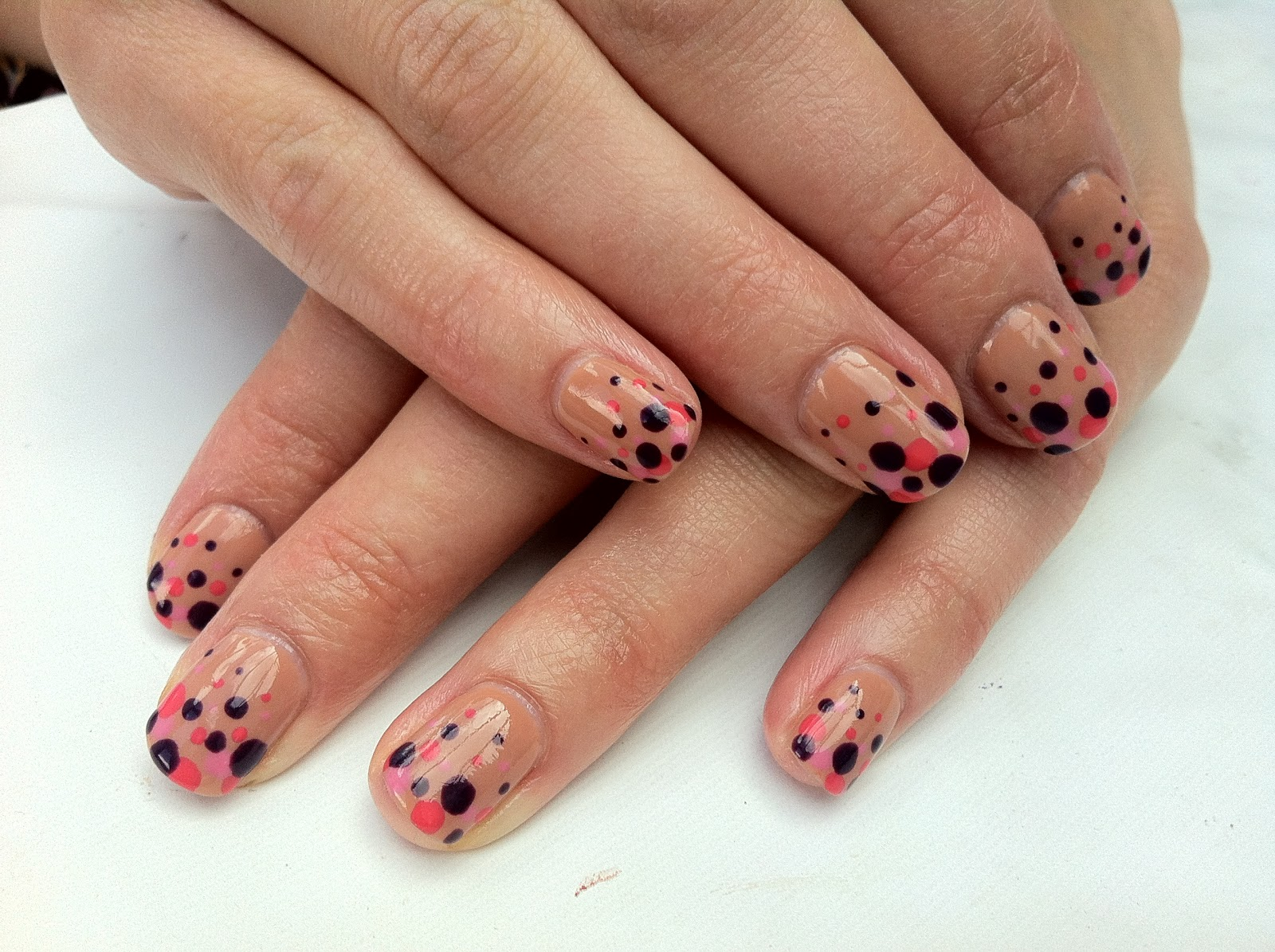Brush up and Polish up!: CND Shellac Nail Art - Gradient Dots