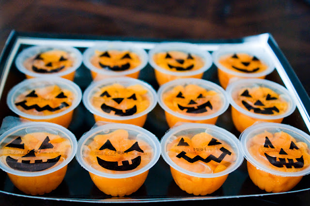Halloween snack idea: Pumpkin fruit cups