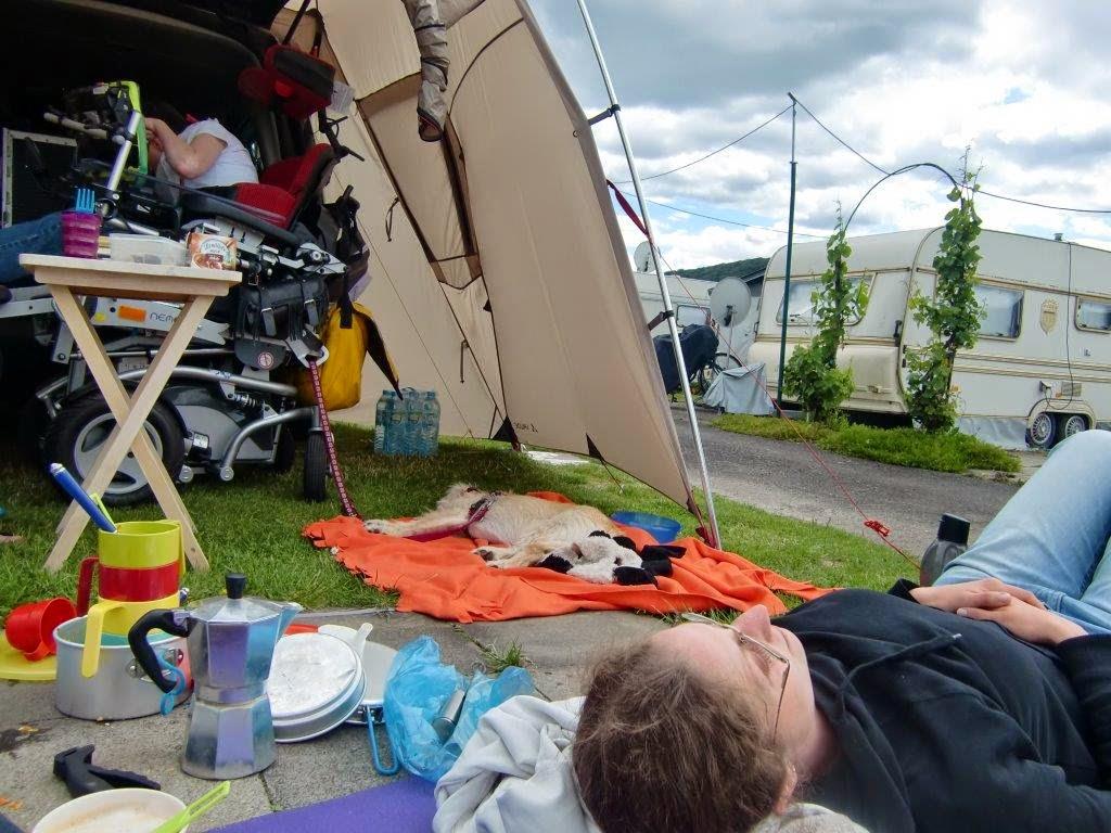 Rhein Zelten Camping Behindert Behinderung Familie Familienzeit Hund Bad Hönningen barrierefrei VW Caddy