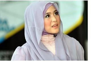 Desain Hijab Modern ala April Jasmine