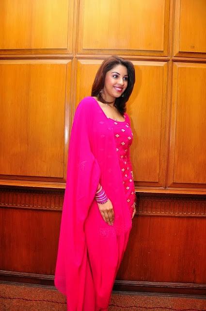 Richa Gangopadhyay In Pink Churidar