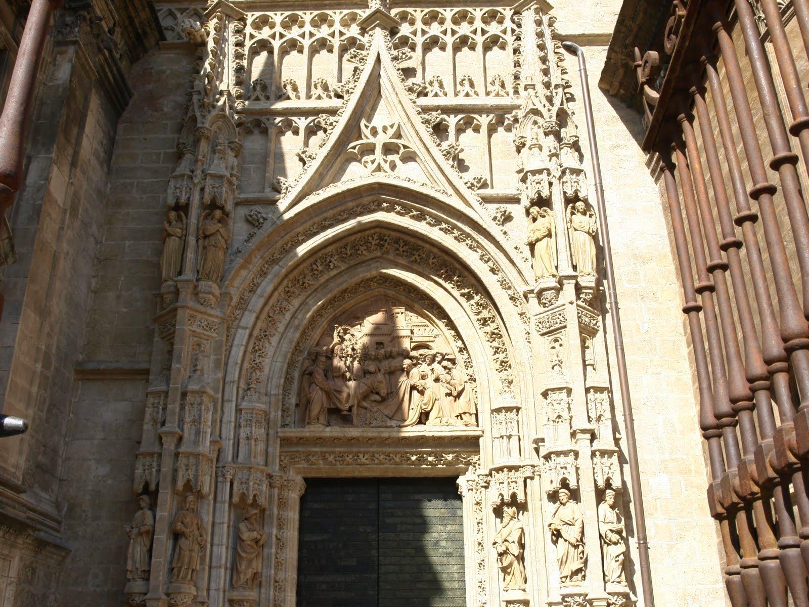 Sevilla daily photo la puerta de campanillas - Puertas uniarte sevilla ...