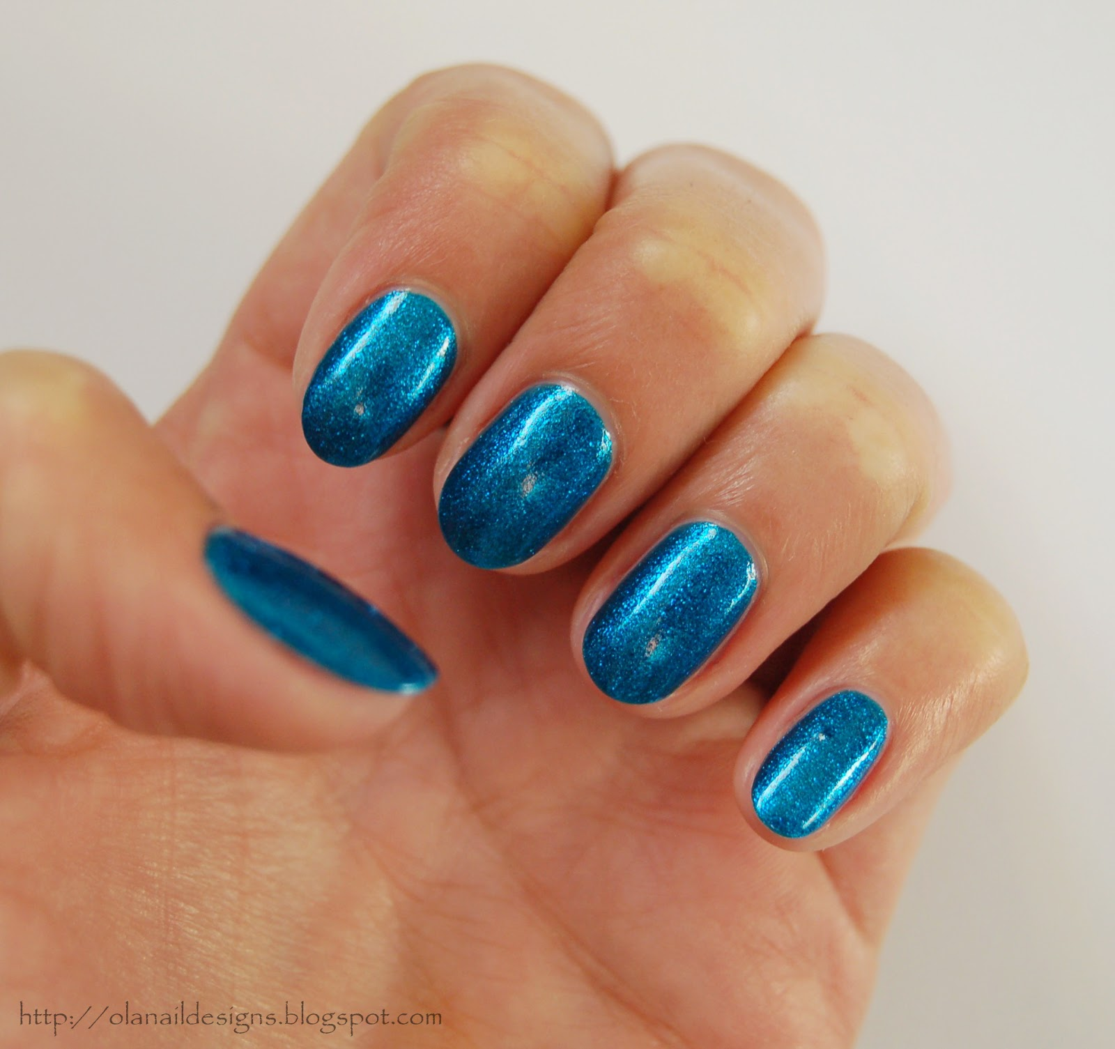 nails in sea colour