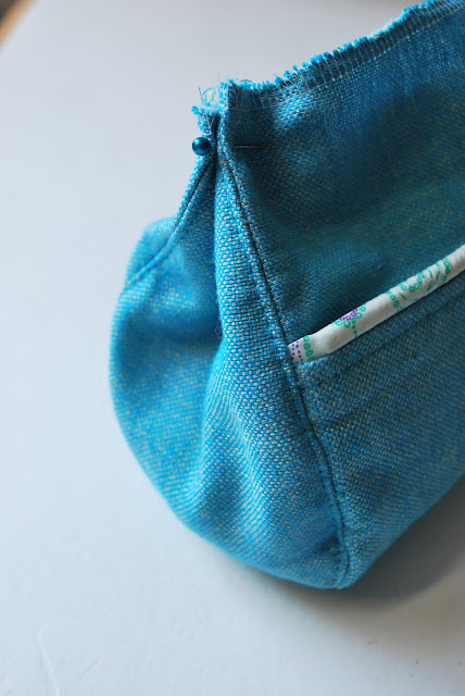 half finished bag with pins (blue)