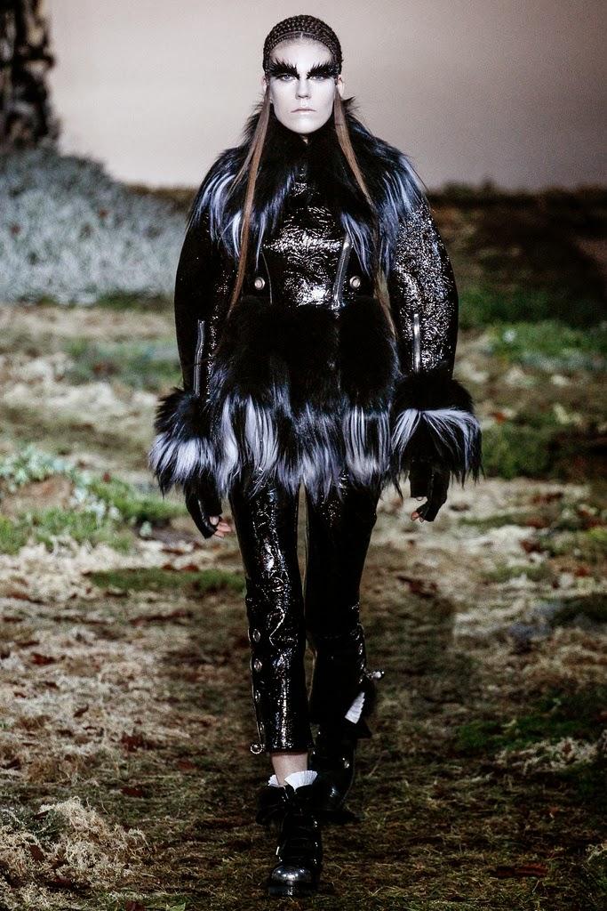 Alexander McQueen Paris Fashion Week Otoño Invierno 2014-2015 30