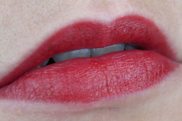 Ultimate Stay Lipsticks - Behind The Red Curtain