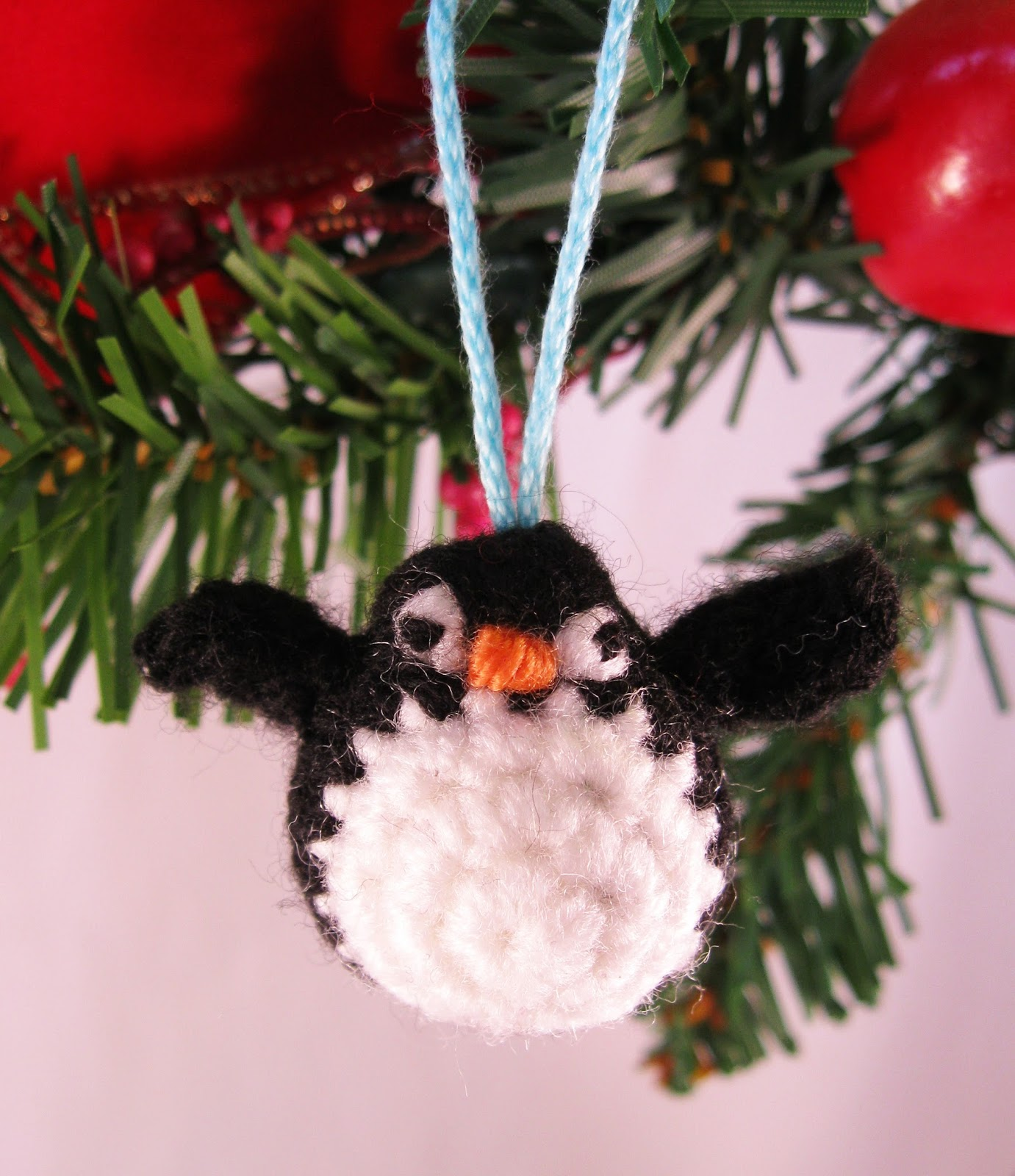 LucyRavenscar - Crochet Creatures: Tiny Crochet Penguin - free pattern
