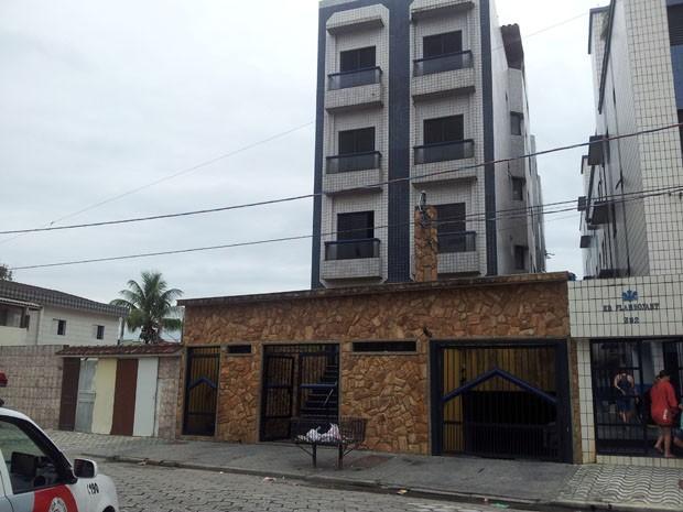 Prédio onde aconteceu a tentativa de assalto fica localizado em Praia Grande (Foto: Mariane Rossi)