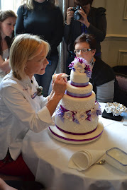 Mich Turner,in action, amazing talented cake maker.