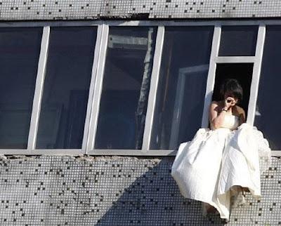 Foto - Foto Percobaan Bunuh Diri [ www.BlogApaAja.com ]