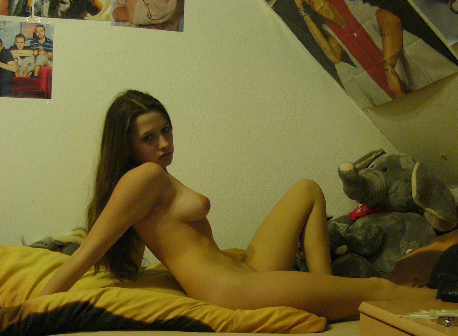 En Su Cuarto Autofotos De Una Jovencita A Itos Desnuda