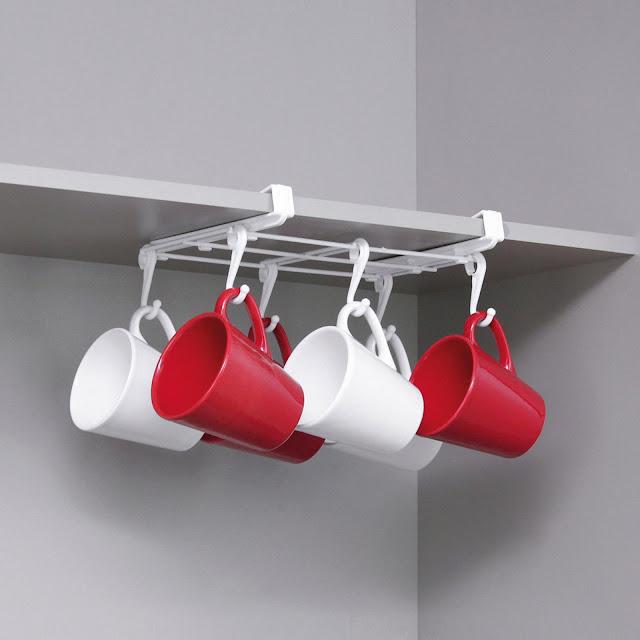 Suporte organizador de canecas para armário