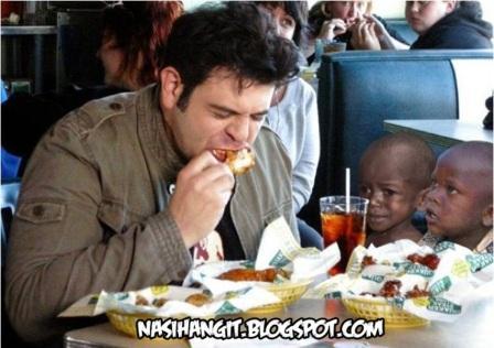 http://1.bp.blogspot.com/-IbJJpegKPRw/Tt9CERRdzuI/AAAAAAAAFXc/rmtSZHyQFbI/s1600/rakyat+afrika+mati+kebuluran.jpg