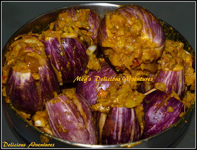 Eggplants stuffed with the mixture