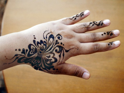 Simple Mehndi Design by Ishiqa 520x3901 Simple Mehndi Designs For Eid