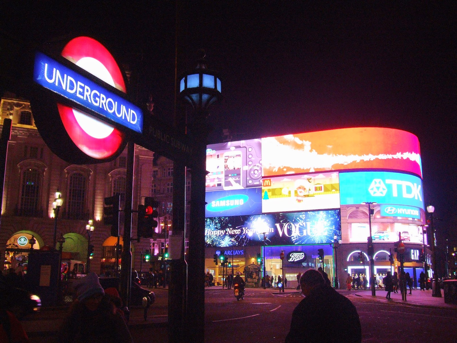 Piccadilly Circus nocą.