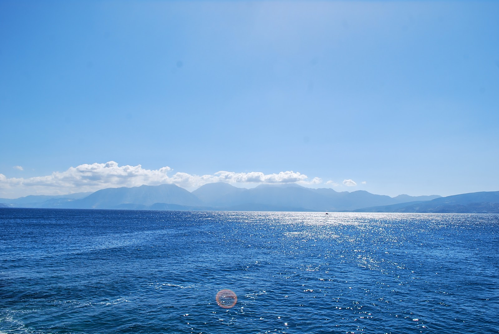 Вид на залив Мирабелла, Агиос Николаос, Крит. Agios Nikolaos, Crete.