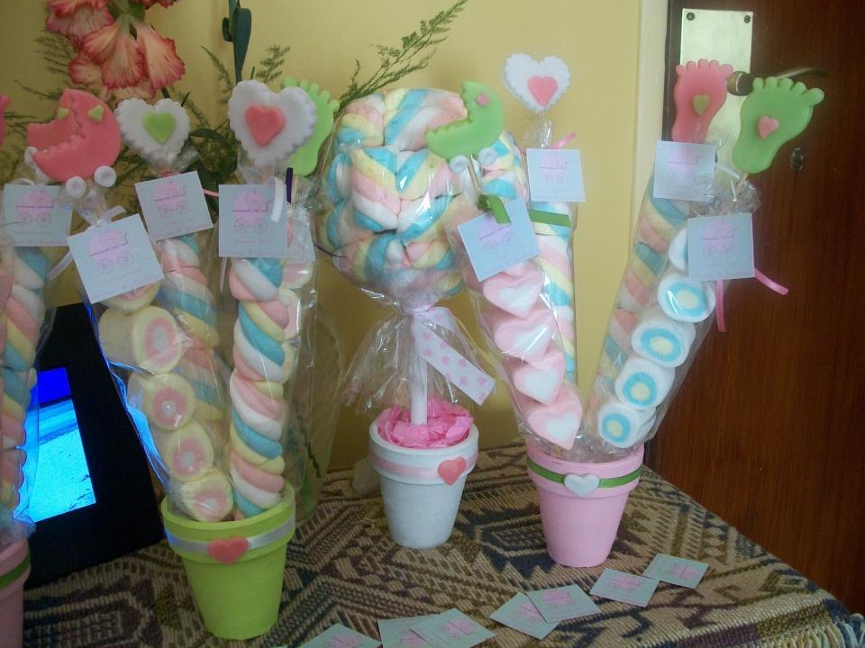 Pinchos de marshmallows con tope de porcelana como souvenirs