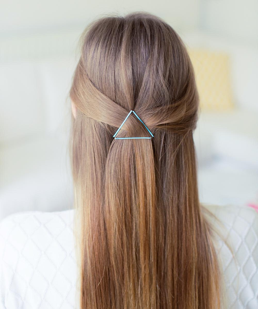 Заколоть волосы невидимками с боков пошаговое