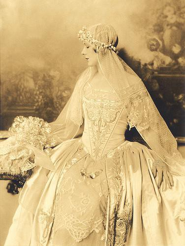 Lamb Amp Blonde Wedding Wednesday Roaring Twenties