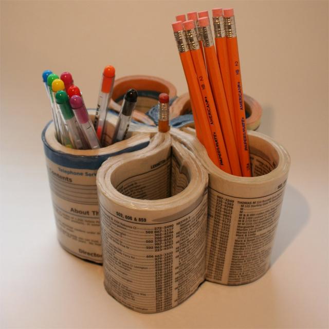 Como criar um porta-lápis com uma lista telefônica velha