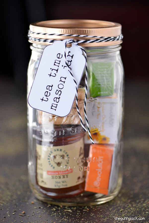 http://www.thegunnysack.com/2014/11/tea-time-mason-jar-gifts.html