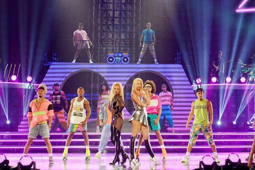 Britney Spears e Iggy Azalea no palco do BBMAs!