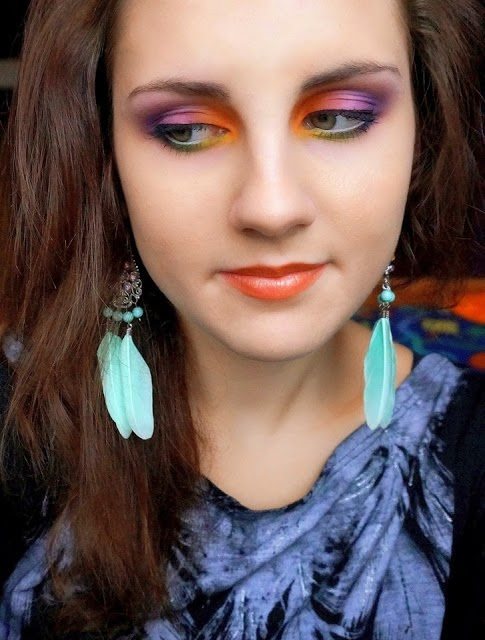 http://femalepleasurelola.blogspot.com/2013/11/kolorowy-makijaz-made-by-paulla-make-up.html