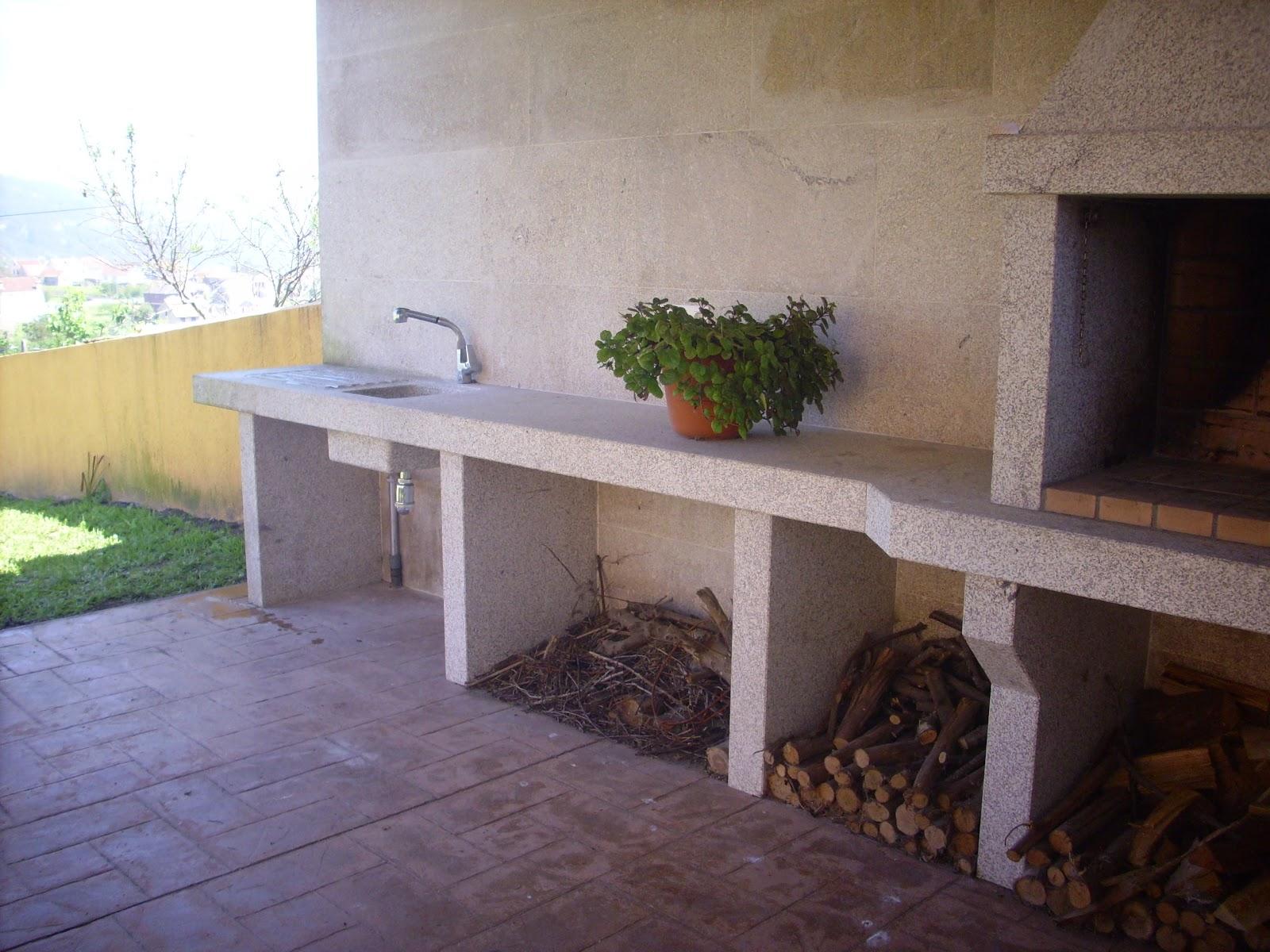 Caeiroc canteria asadores barbacoas lareiras chimeneas - Chimeneas con piedra ...