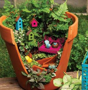 http://www.lepiantedileti.it/creare-un-mini-giardino-utilizzando-un-vaso-rotto/