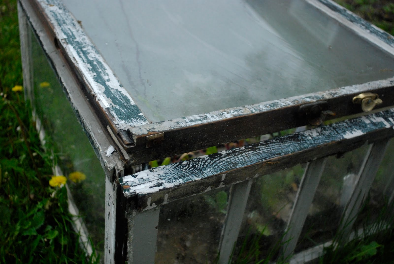 luke began searching for the perfect cold frame design we needed to be able to easily deconstruct our cold frame for our big move this summer also