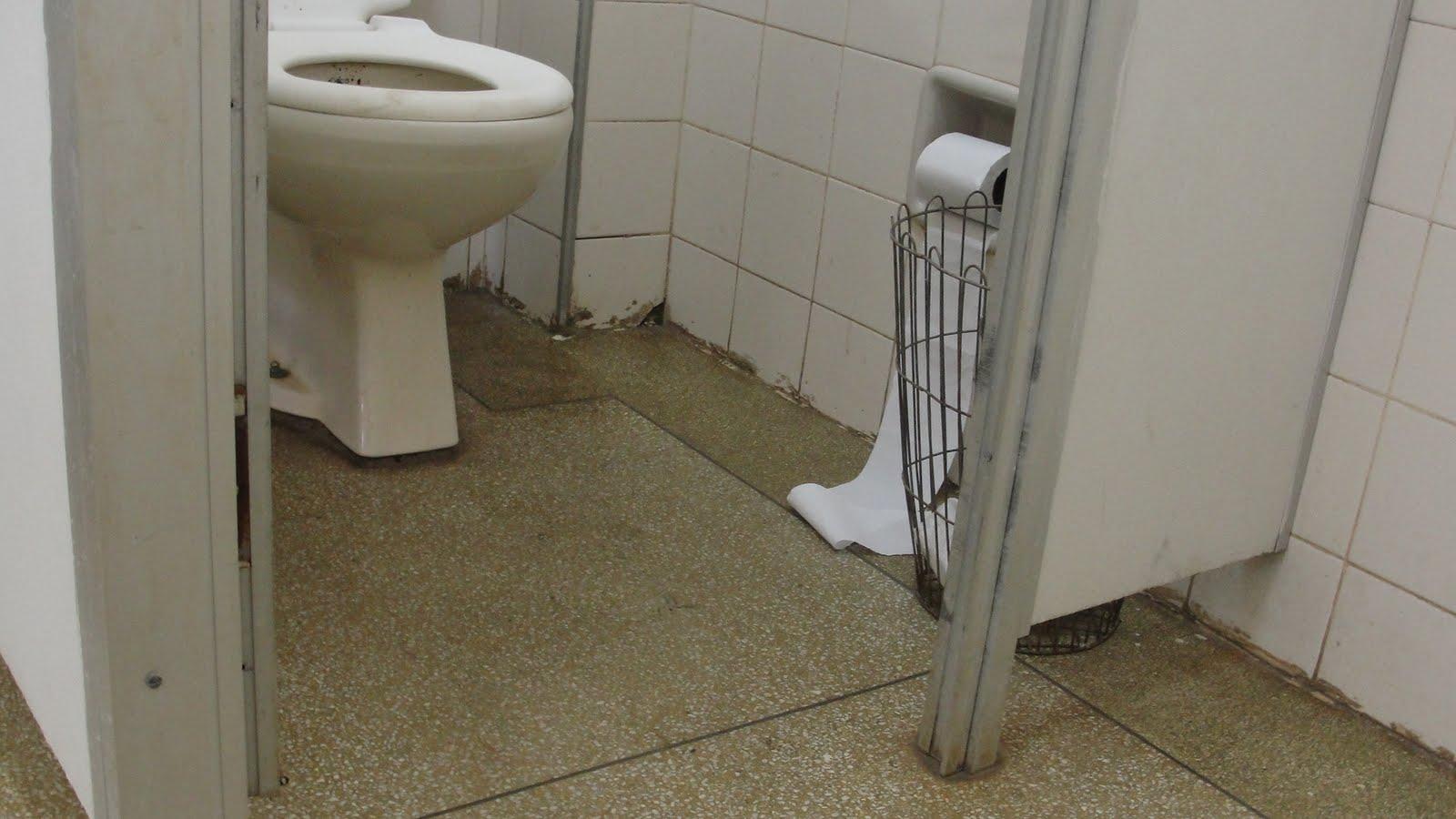 de Saúde em Uberaba não possui banheiro adaptado a deficientes #5B5038 1600 900