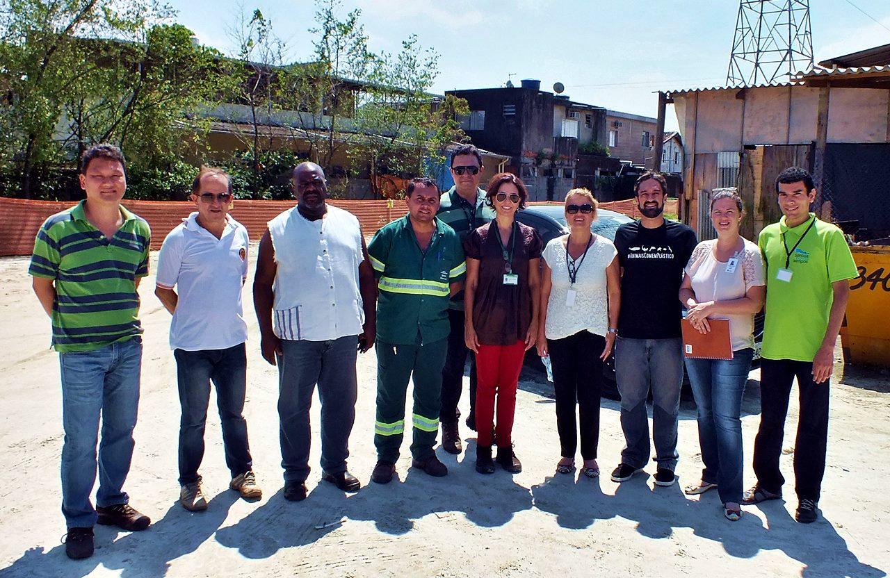 Visita técnica com técnicos da Prefeitura de Santos ao manguezal da Zona Noroeste para estudo da área onde será construído o galpão onde serão realizarados os trabalhos de limpeza, reciclagem e plantio de mudas de mangue com jovens da comunidade.