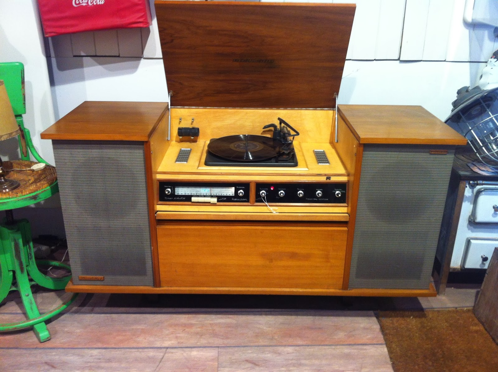 Decoraci n vintage antiguitats baraturantic mueble radio tocadiscos roselson - Mueble tocadiscos ...