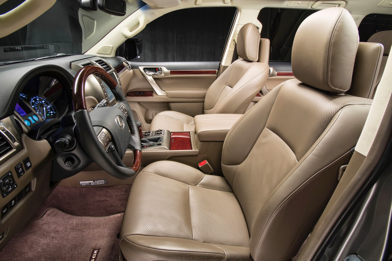 Interior view of 2015 Lexus GX460